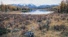 Free Lake In Mountain Valley. Stock Photo - 5011430