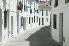 Free Old Spanish Street Royalty Free Stock Photo - 5018905