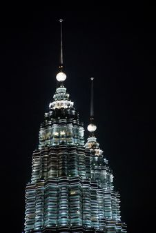 Free Petronas Twin Towers In The Night Royalty Free Stock Photos - 5028818