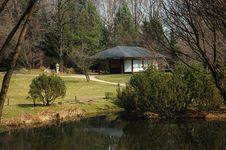 Free Japanese Garden With Tea Room And A Pond Stock Photo - 5029100