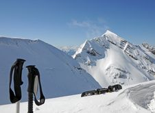 Free Mountains Snowboard End Skisticks Royalty Free Stock Photography - 5037187