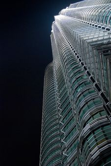 Free Petronas Twin Towers In The Night Royalty Free Stock Photography - 5040577