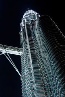 Free Petronas Twin Towers In The Night Royalty Free Stock Images - 5040589
