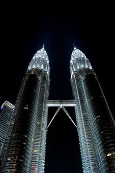 Free Petronas Twin Towers In The Night Royalty Free Stock Image - 5040596