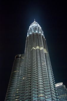 Free Petronas Twin Towers In The Night Royalty Free Stock Image - 5040636