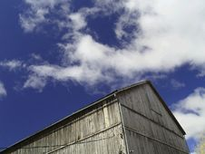 Free Barn On Blue Sky Stock Images - 5043904