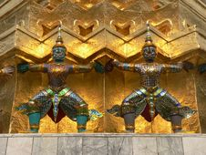 Free Statues, Grand Palace, Bangkok, Thailand Royalty Free Stock Photo - 5049205