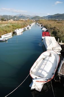 Free Boats At Canal Royalty Free Stock Photos - 5053768
