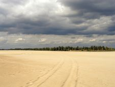Free Sandy Beach On Vistula River Royalty Free Stock Images - 5053929