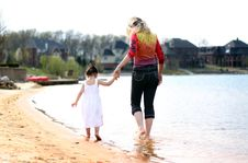Free Mother And Daughter3 Royalty Free Stock Photography - 5055377
