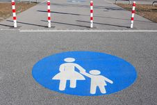 Free Pedestrian Walkway Sign Royalty Free Stock Images - 5055459