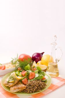 Free Fried Fish Fillets And Fresh Vegetables Stock Photo - 5058290