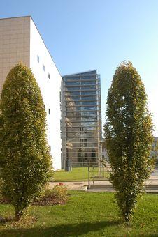Free Modern Architecture Royalty Free Stock Photo - 5059195