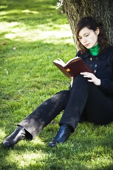 Free Young Woman Reading A Book Stock Image - 5063431