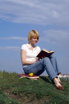 Free Female Student Outdoor On Gren Grass With Books Stock Photos - 5066583