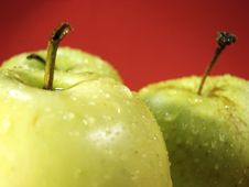 Free Green Apple On Red And Waterdrops Stock Photos - 5068343