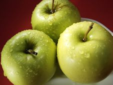 Free Green Apple On Red And Water Drops Stock Images - 5068374