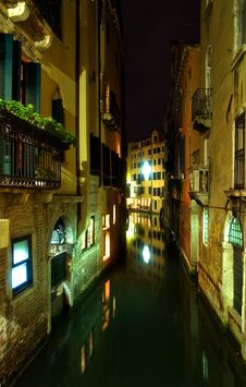 Free Canal In Venice Stock Image - 5069421