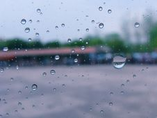 Free Rain Drops On Glass Royalty Free Stock Photography - 5069797