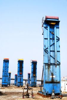 Free Cluster Oil Well Royalty Free Stock Photo - 5071065