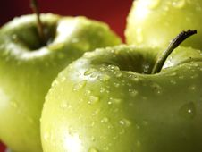 Free Green Apple On Red With Waterdrops Stock Photography - 5071172