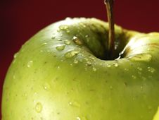 Free Green Apple On Red With Waterdrops Stock Photo - 5071200