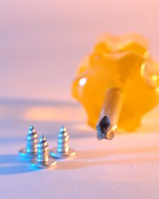 Free Screwdriver And Screws Royalty Free Stock Images - 5071299