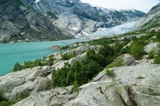 Free Glacial Valley With Aquamarine Lake Stock Photography - 5076212