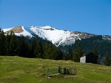 Free Shepfold In Carpathian Mountains Royalty Free Stock Photography - 5090807