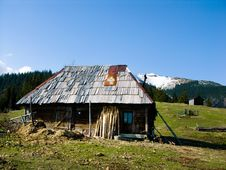 Free Shepherd Hut In Mountains Royalty Free Stock Images - 5090809