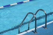 Free Ladder In Pool Royalty Free Stock Photo - 5098215