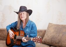 Free Middle-aged Man In A Hat Plays Guitar And Sings Royalty Free Stock Photography - 50908247