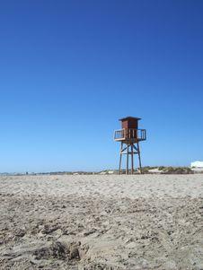 Free Beach Hut Far Away Royalty Free Stock Photos - 515998