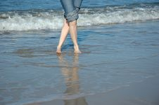 Free Legs In The Sea Royalty Free Stock Photography - 517117