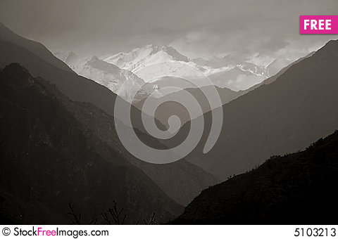 Free Mountain Valley Silhouette, Himalayas Stock Photos - 5103213