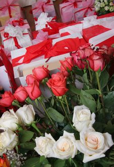 Free Roses And Gifts Royalty Free Stock Photo - 5100935
