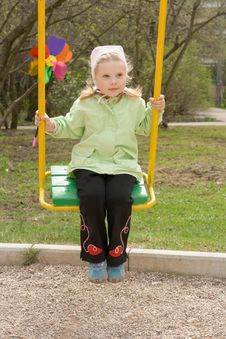 Free Swinging Girl Royalty Free Stock Photos - 5102648