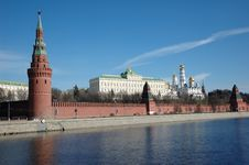 Free Moscow Kremlin Wall With Towers Royalty Free Stock Image - 5109706