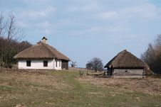 Free Old White Loghouse Thatched, Museum Royalty Free Stock Photos - 5109838