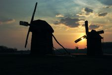 Free Old Windmills Against  Sunset Sky Royalty Free Stock Photos - 5109918