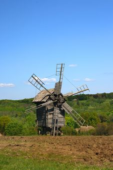 Free Windmill With Fresh Green Grass And Clear Blue Sky Stock Photos - 5123533