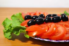 Free Tomatoes On A Round Plate Stock Photos - 5131853