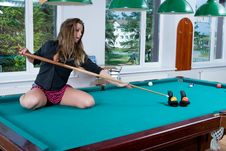 Free Girl In Short Skirt Playing Snooker Royalty Free Stock Image - 5133596