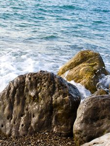 Free Sea Tide Over Rocks Royalty Free Stock Images - 5134959