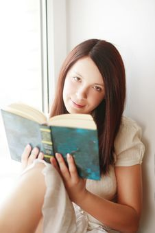 Free Reading Girl Stock Photography - 5138212