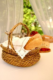 Free Bread Basket With Wine Bottles Stock Photos - 5138233