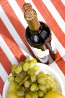 Free Red Wine And Fruits Royalty Free Stock Photos - 5139448