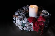 Free Christmas Wreath With One Candle Stock Photo - 51393380