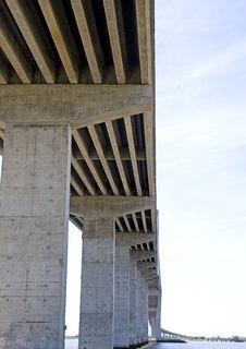 Free Concrete Pillars Under Bridge Royalty Free Stock Photos - 5140828