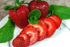 Free Sliced Fresh Strawberries Stock Images - 5141484